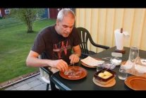 How to eat Surströmming