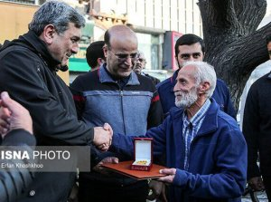 Iranian taxi driver returns 70,000 Euros left in his cab to Polish couple
