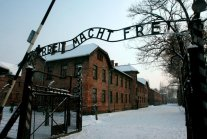 Poland to outlaw references to 'Polish death camps'